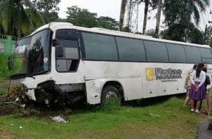 Un bus de Rutas Panamá estuvo involucrado en la colisión. Foto: Diómedes Sánchez S.