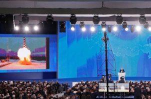 """Vladimir Putin mantiene que EE.UU. violó """"de manera flagrante"""" el INF desde el momento en que desplegó en Rumanía y Polonia lanzaderas verticales MK-41 para misiles de crucero Tomahawk. FOTO/AP"""