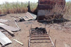 De la rabia le quemó la casa a la mamá. Foto/Melquiades Vásquez