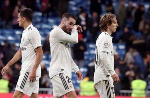 Desconcertados los jugadores del Real Madrid. Foto EFE