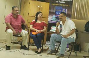 Héctor Collado, Evelyn Lozano y Carlos Fong en  gala del libro ganador del Hersilia Ramos de Argote de la UTP. Cortesía Aplij.