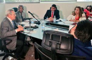 La comisión de Gobierno ya se reunió con voceros de la Concertación.  Foto de twitter