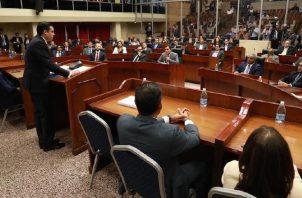 El 17 de julio, el vicepresidente José Gabriel Carrizo entregó al pleno, las reformas constitucionales. Foto de cortesía