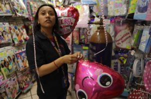Entre más grande es la culpa, así es el gasto que hacen en las tiendas. FOTO/EFE