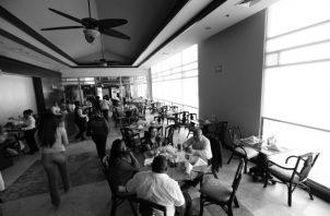 Una cena en un restaurante promedio en Panamá cuesta lo mismo que en Miami, incluido en el impuesto.