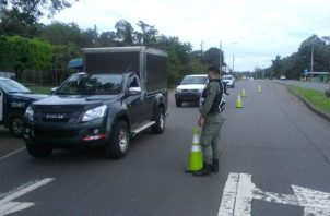 Conductores se han quejado sobre la cercanía entre un retén y otro, situación que muchas veces se da en la ciudad capital.  Foto de archivo