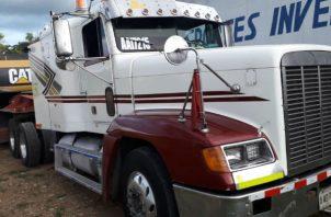 El camión transporta equipo pesado. Foto: José Vásquez.