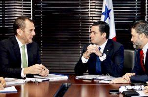 La reunión entre José Gabriel Carrizo y Federico Humbert se dio sede de la Contraloría General de la República.