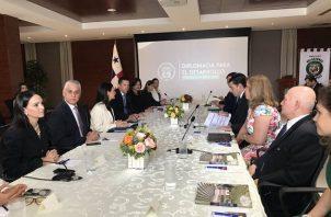 La primera reunión de transición del Ministerio de Asuntos Exteriores en la mañana de este viernes.