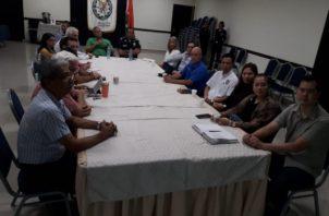 El jefe de la cuarta zona policial de Chiriquí se reunió con un grupo empresarial con el fin de buscar medidas preventivas contra las estafas mediante presuntos secuestros. Foto/José Vásquez