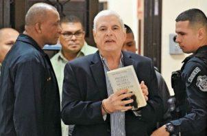 Expresidente Ricardo Martinelli sigue sumando firmas. Foto: EPASA