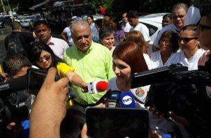 Simpatizantes de Ricardo Martinelli se congregan en las afueras de la Corte