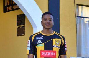 Panameño Ricardo Clarke viste los colores del The Strongest. @clubstrongest
