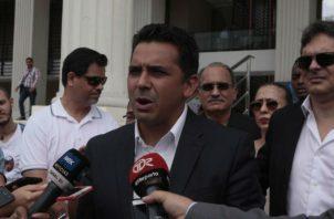 La protesta de Lombana llevó a que el Tribunal Electoral aceptara que hubo un error con sus firmas. Víctor Arosemena