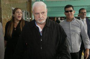 Ricardo Martinelli y su defensa legal presentan opsoición contra recursos interpuestos por querellantes. Foto/Victor Arosemena