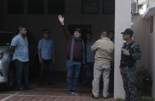 El expresidente Ricardo Martinelli llegó a su hogar a las 6:47 a.m. de este miércoles 12 de junio, una hora después de que el Tribunal de Juicio Oral ordenó su excarcelación. Foto Víctor Arosemena