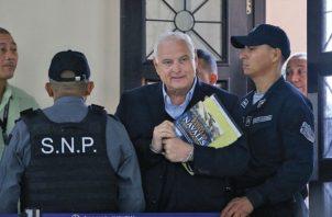 El expresidente Ricardo Martinelli le dijo a los paramédicos que tenía fuertes dolores de cabeza.