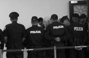 El expresidente Ricardo Martinelli a su salida de la sala de audiencias del Segundo Tribunal Superior de Justicia.