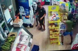 El robo fue grabado por una cámara de video. Foto: Eric A. Montenegro.