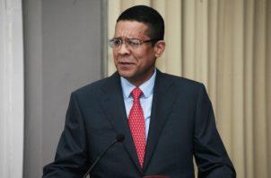 Rogelio Saltarín está fuera del país. Víctor Arosemena