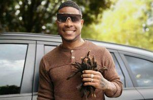 El defensor panameño anunció su nuevo corte de cabello. /Foto: Cortesía