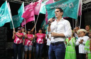 El candidato presidencial Rómulo Roux recorrió junto a Luis Casís la provincia de Colón.
