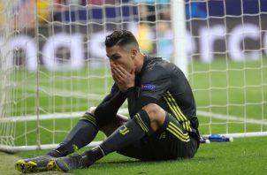 Cristiano Ronaldo de la Juventus se lamenta. Foto:EFE