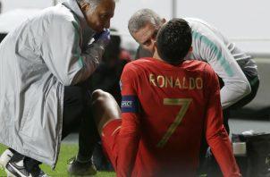 Cristiano Ronaldo se lastimó un músculo del muslo derecho. Foto:AP