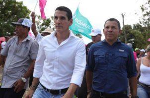 En el recorrido Rómulo Roux y Luis Casís escucharon a los pobladores sobre los problemas que los aqueja.