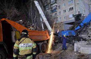 Varios cientos de personas han sido movilizadas para las labores de salvamento, incluidos especialistas procedentes de Moscú y de Yekaterimburg.FOTO/AP