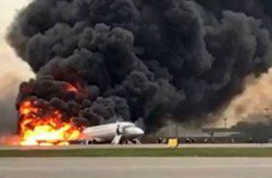 Hallan la cajas negras del avión siniestrado en el aeropuerto moscovita