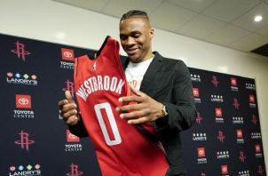 Russell Westbrook durante su presentación con los Rockets de Houston Foto AP