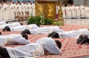 Los sacerdotes de Brasil han presionado desde hace tiempo a la iglesia para que considere la ordenación de viri probati en las zonas más alejadas de la Amazonía, donde se estima que hay un sacerdote por cada 10,000 católicos. FOTO/EFE