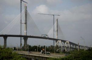 La constructora española Sacyr terminó de unir en Barranquilla el tablero de la estructura del puente Pumarejo.