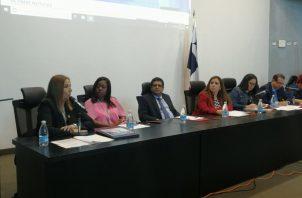 la directora del Servicio Nacional de Migración, Samira Gozaine comparece ante la Asamblea Nacional.