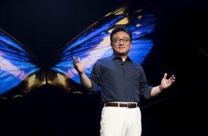 DJ Koh, presidente y CEO de la División de Comunicaciones Móviles y de TI de Samsung Electronics durante la presentación. Fotos: Samsung
