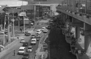 Finalizaron el Metro 2 de 21 kilómetros y los 50 metros de la estación El Ingenio, pero no han podido con los indomables quinientos metros de San Isidro, ni con su cófrade de Los Andes. Foto: Roberto Barrios/EPASA