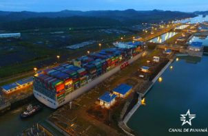 Más del 50% de los buques que transitan por el Canal de Panamá son portacontenedores. Foto: Canal de Panamá