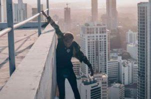 Influenciadores juegan con la muerte; selfies mortales en los rascacielos de Panamá. Foto: Redes sociales.