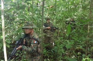 El campamento de las Farc en Darién estaba deshabitado, pero se encontró material para minas antipersonales. Foto: Senafront.