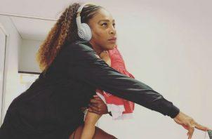 Serena Williams sostiene en sus brazos a su pequeña. Foto Instagram