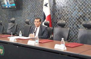 """Solo estuvo presente el presidente de la Comisión de Credenciales Sergio """"Chello"""" Gálvez."""