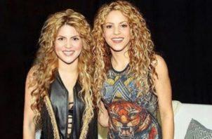 Shakira y su 'gemela' Rebecca Maiellano.
