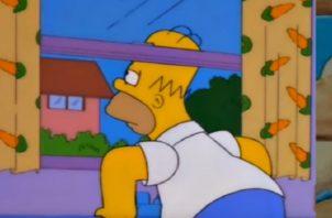 Homero llamando a Milhouse.