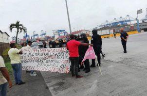 Un grupo de sindicalistas exigen el pago de sus prestaciones por trabajos realizados, Foto/Diómedes Sánchez