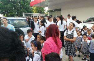 Los colegios fueron desalojados por medidas de seguridad. Foto/José Vásquez