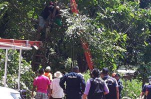 Al lugar fue necesario que se presentaran funcionarios de criminalística del Ministerio Público, Policía Nacional y los bomberos de Soná. Foto/Melquiades Vásquez