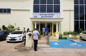 La fiscal contra la Delincuencia Organizada, Isaura Mejía, pidió se mantenga la detención avalada por la jueza de garantías Julisa Saturno, al considerar que podría haber destrucción de evidencias o amenazas a los testigos.