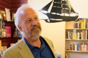 C. Schmidt-Häuer. En su libro muestra a Panamá como  'la gallina de los huevos de oro'. https://zeitreisen.zeit.de