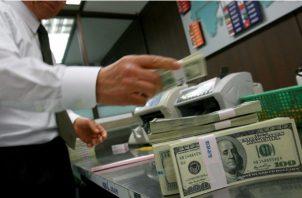 Las empresas de remesas de dinero pagarán entre $2,500 hasta $85 mil anuales.  Foto: Archivo